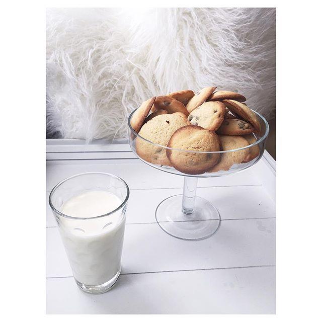 | Cookies maison x verre de lait 🍪 #food #delicious #home #chocolate #milk #cook #cookies #white