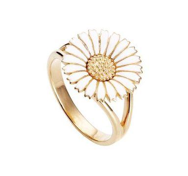 Classic daisy ring