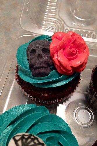 Skull and Roses: Dia de los Muertos Cupcakes