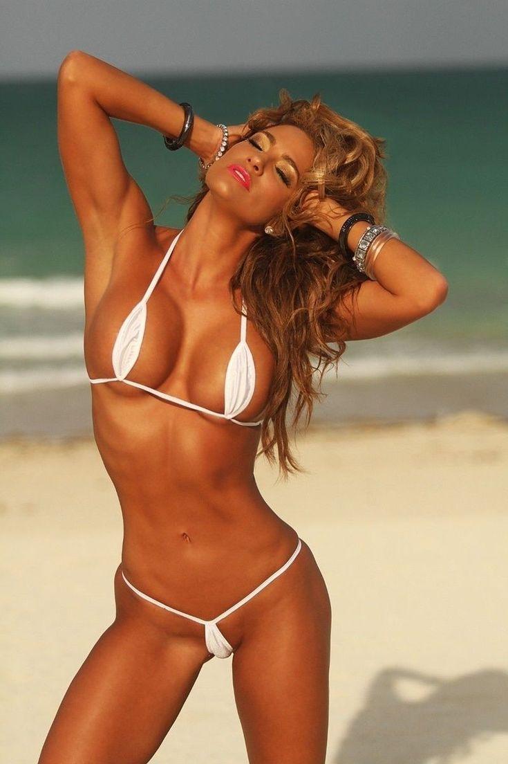 мини бикини на пляже женщины видео манящего