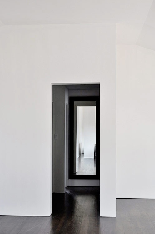 :: DETAILS :: love the simple reveal detail and use of mirror within a framed opening, adore the talent of designer Michelle Wentworth behind Mo+Mo Living ... always a lovely well curated source of inspiration. #details #minimal
