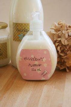 Az egyik legnagyobb kedvencem a neten talált kincsek közül a házilag készült folyékony szappan. Itt bukkantam a receptre, és ez így, ahogy ...