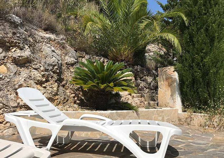 Perfect place in the garden for sunbathing or for reading a book at the Vive Tu Sueño villa