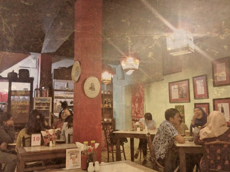 Kopi Oey in Jalan Sabang. Old timey coffee shop.