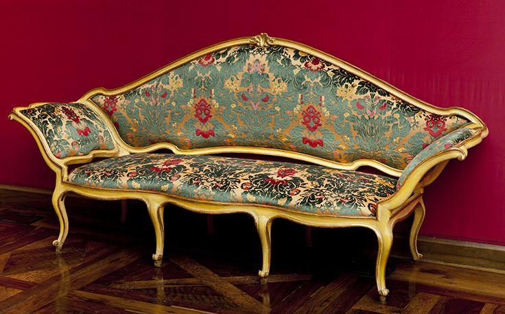 BOTTEGA PIEMONTESE, Divano, metà del XVIII secolo, legno intagliato, laccato e dorato. Palazzo Mazzetti, Asti (Piemonte) Italia
