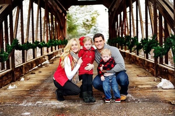 colors?? Even on Mill bridge...?Family Picture Outfits by Color Series-Red - Capturing Joy with Kristen Duke