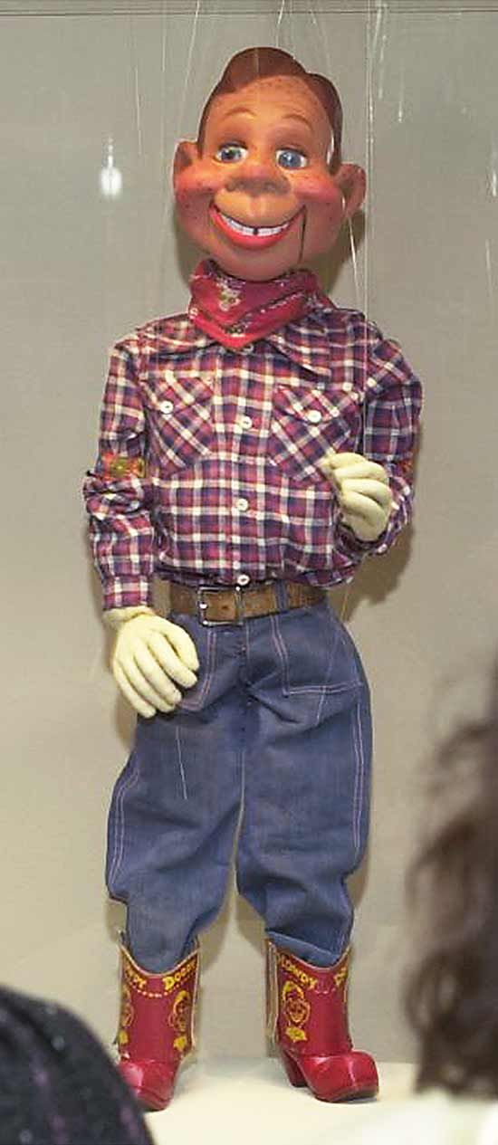 Marionette puppetry was combined with television as early as the 1940s, with Howdy Doody of the United States being a notable marionette in this field.