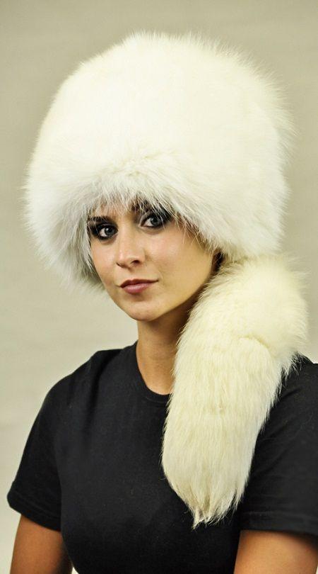 Cappello in volpe bianca con coda  www.amifur.it