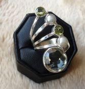Zilveren edelsteen ring groene Amethist, Parel en Peridot 19 mm