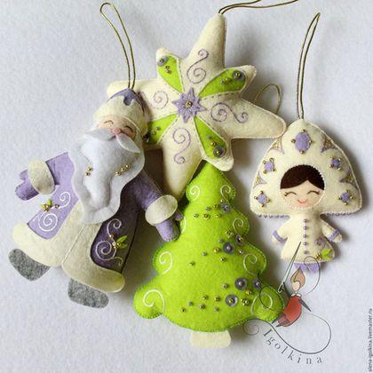 Купить или заказать Елочные игрушки из фетра (4 шт.) в интернет-магазине на Ярмарке Мастеров. Набор ёлочных украшений из фетра. Такие игрушки безопасны для детей, будут отлично смотреться на любой ёлке. Изготовлю в любом цвете. Цена за 4 игрушки. Игрушки можно приобрести отдельно.