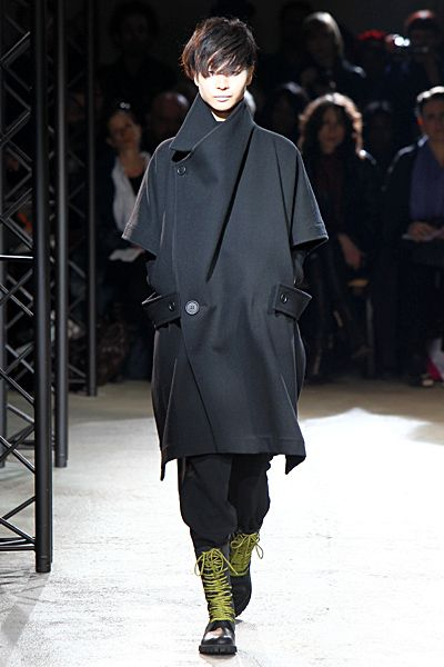 Yohji Yamamoto - Ready-to-Wear - 2010 Fall-Winter