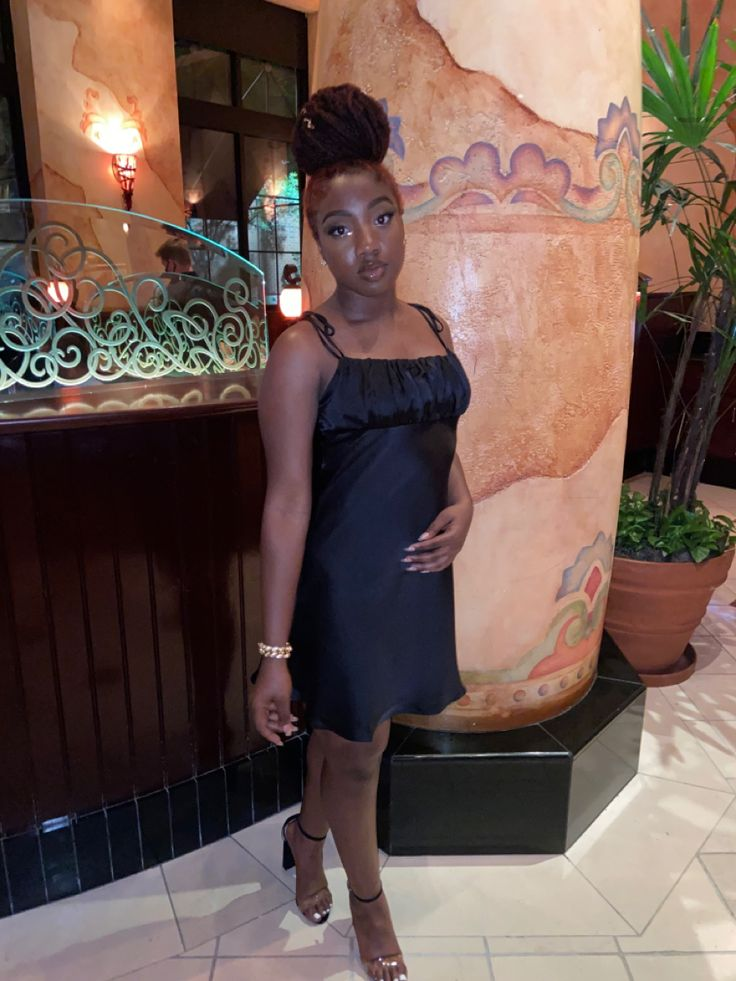 fancy dinner outfit black girl in 2020 Dinner outfits