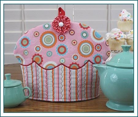 Awww.....cute.  @Stephanie Vercoe, this tea cozy suits you to a TEA!