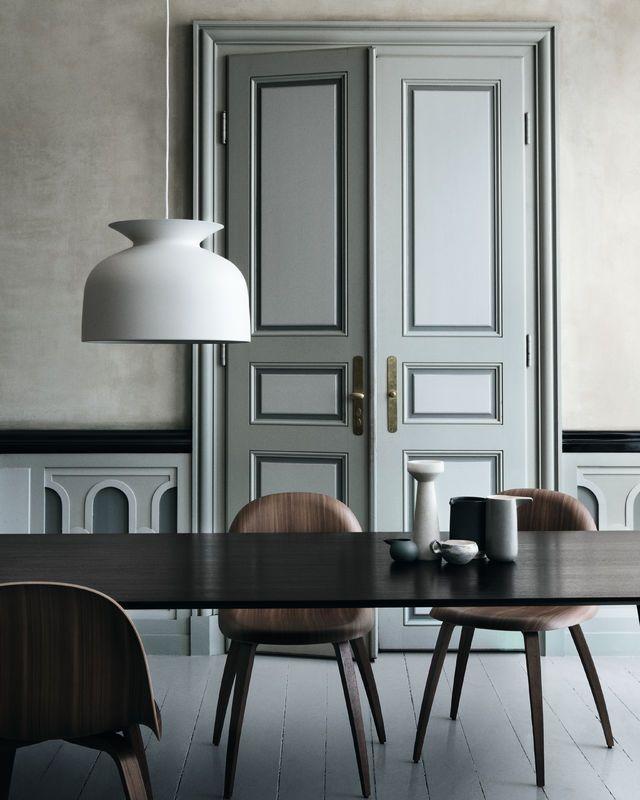 GUBI // Ronde Pendant Lamp by Oliver Schick and Gubi Chair by Komplot Design