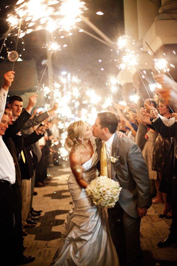 I love this!: Weddings Sparklers, Sendoff, Cute Idea, Fireworks, Pictures, Wedding Sparklers, Photo Idea, Weddings Photo, Send Off