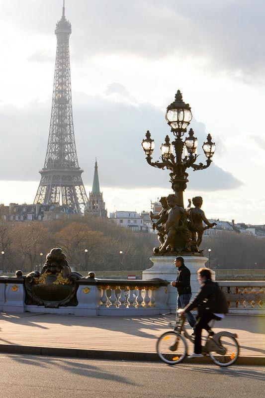 Paris...biking to the Eiffel Tower