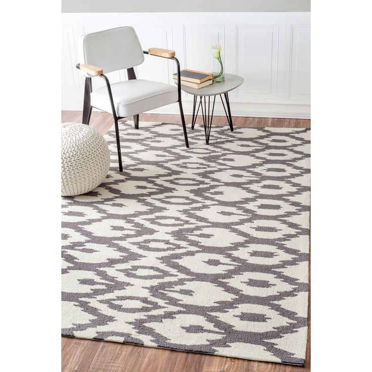 This area rug rug is crafted with easy-to-clean yarns that prevents shedding, unlike wool. The rug features a variety of modern shades that will enhance your decorative scheme.