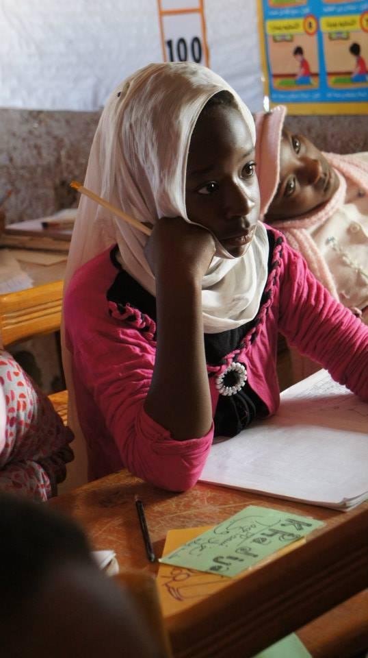 Consegna materiale scolastico a Khamlia, Marocco.