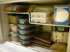 O congelamento de alimentos é uma grande facilidade da vida moderna. De uma só vez é possível preparar refeições completas e congelá-las com toda praticidade. Outra vantagem é ter sempre à mão frutas e verduras fresquinhas, mesmo fora de safras...