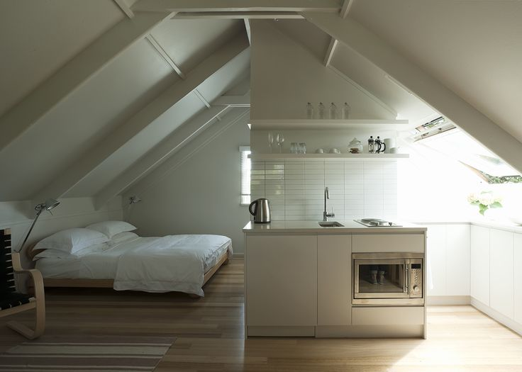 A LiTTLE LoFT LoVE... We LoVE this little loft with efficient use of space and minimalist style.
