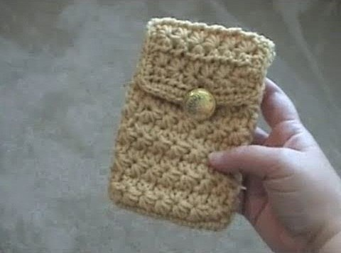 This is a great gift idea for anyone on your gift list this holiday season who has an iPhone, iPod or Droid. Crochet a cell phone pouch for their smartphone! This tutorial is for someone who is already familiar with the basics of crochet.