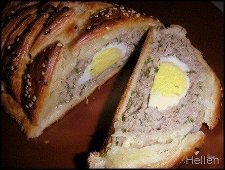 Фото к рецепту: Мясной рулет с яйцом.