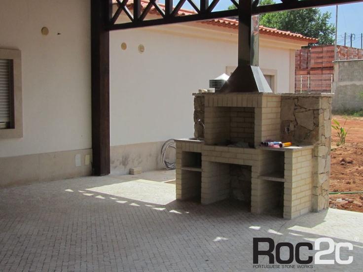 Barbecue on stone wall, Benedita, Portugal