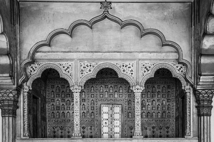 Wenn man alte Fotos durchstöbert und dabei kleine Schätze findet… #Indien #Rückblick #india #memories #architecture #reisefotografie #travelphotography #erinnerungen #reisenmachtglücklich #beautifulindia #tempel #langistsher (hier: Agra, Uttar...