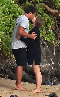Welcome to Yahya Mubarak's blog: Bindi Irwin and Her Boyfriend Share a Kiss on the ...