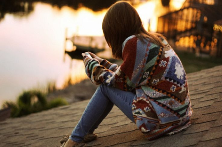 Από το, ''Όμ Άλι, το γλυκό της ζωής''  ''Είσαι καλός, μια δύναμη, μια αμαρτία, είσαι τα πάντα; Είσαι μια απόσταση, η ελπίδα, είσαι λουλούδι, ή μια αποτυχία; Είσαι οι ουρανοί, ο ήλιος, το φεγγάρι, ένα σύννεφο, το αστέρι, είσαι η γη; Είσαι ένα δέντρο με σκιά, είσαι η καρέκλα κάτω. Είσαι ο προφήτης στο βιβλίο μου, ένας άγγελος στον δρόμο μου, είσαι η αγάπη. Είσαι η αιωνιότητα; Θα κρατάς το χέρι μου για πάντα, ή μόνο θα περνάς τον καιρό σου;''  © Mona Perises
