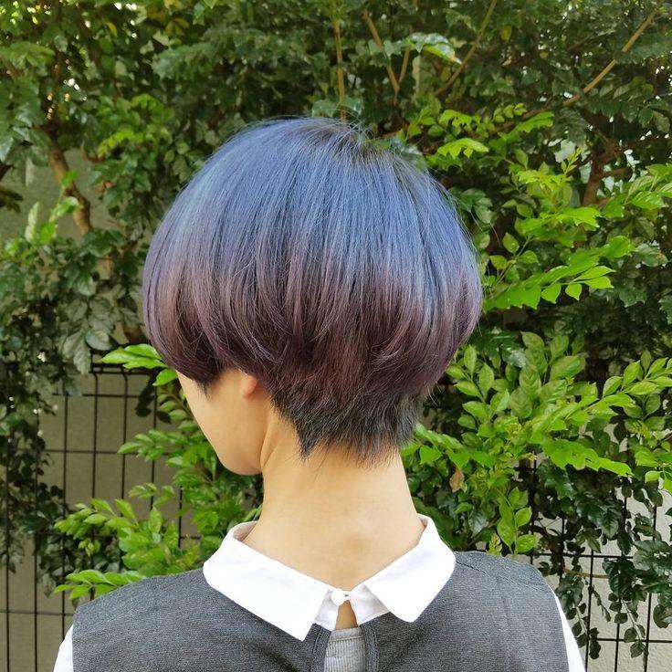 屋宜美奈子さんはInstagramを利用しています:「派手だけど派手じゃない そして髪は伸ばす方向性で 室内で写真を撮ると黒なので他人家の緑かりましたー #グラデーションヘアー #グラデーション #haircolor #hairstyle #hair #ヘアカラー #ブルーヘアー #ブルーヘア #バイオレットカラー…」