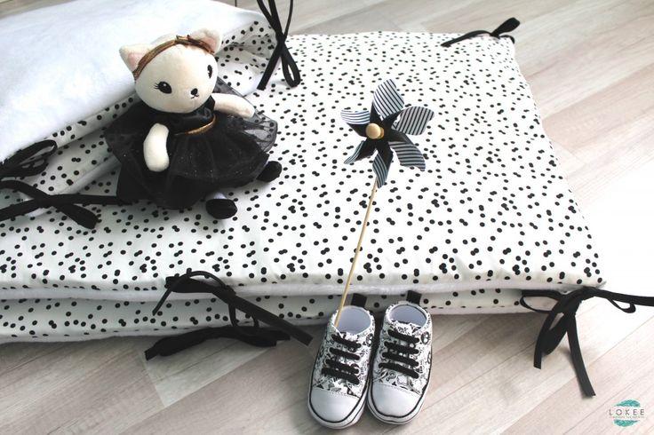 Tour de lit 70 x 140 noir et blanc. Un beau motif à pois.
