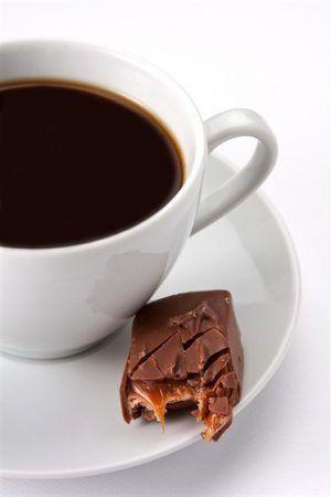 Шоколадный кофе https://www.go-cook.ru/shokoladnyj-kofe/  Незамысловатый рецепт холодного кофе, с добавлением ингредиентов, которые обычно добавляют в шоколад, который, как известно, делается из зерен какао. Собственно, отсюда и название напитка. Рецепт шоколадного кофе Время подготовки: 10 минут Время приготовления: 10 минут Общее время: 20 минут Кухня: Русская Тип: Напиток Порций: 4 Ингредиенты Шестьдесят грамм сахара Четыреста пятьдесят миллилитров воды Сорок пять … Читать далее…