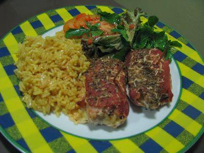 Bifes de peru enrolados com queijo e presunto e arroz aromatizado com caril