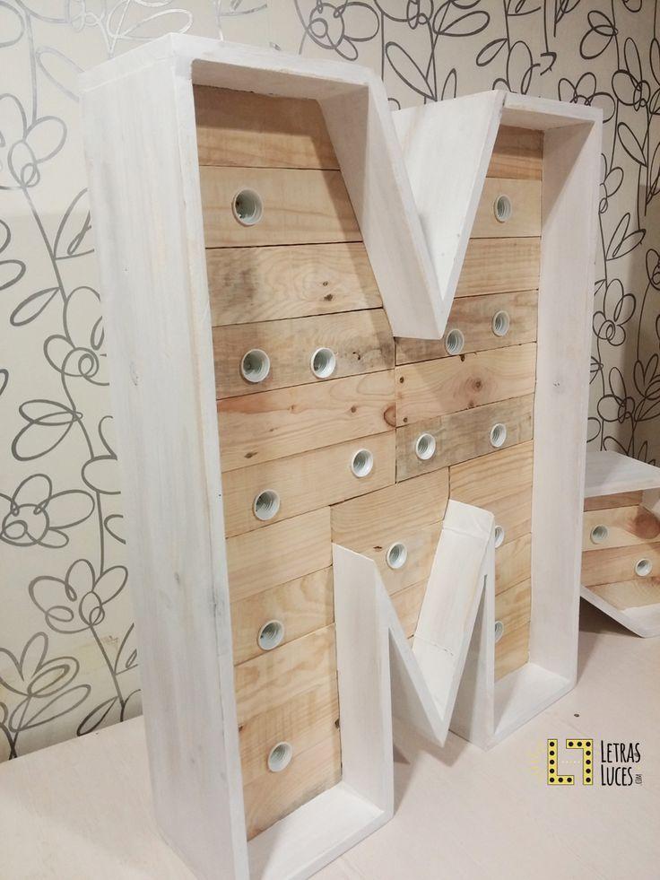 Letra M con bombillas - Letras con luces - Decoración bodas - Decoración eventos