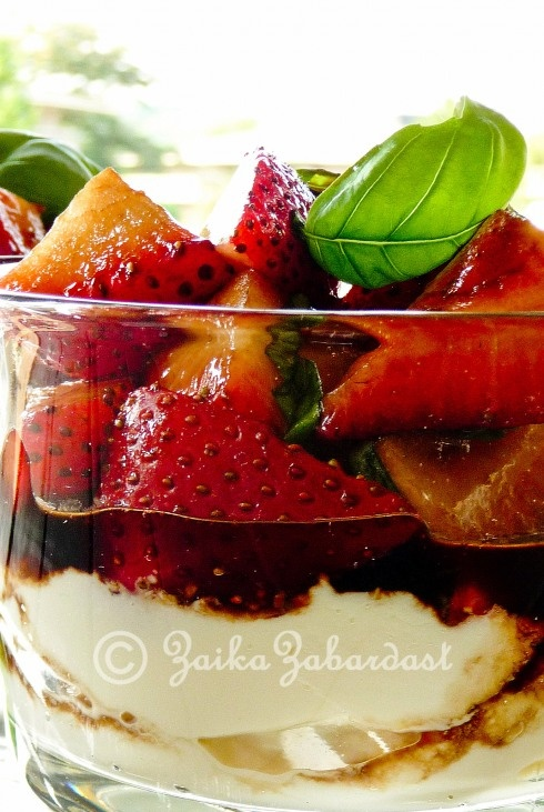 Ricotta Mousse with Balsamic Strawberries and Basil: the dessert of champions
