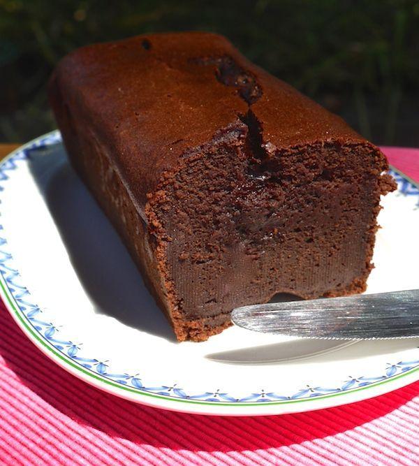 Fondant au chocolat allégé à la compote de pommes - Remplacer chaque œuf par 1 cuillère à café de graines de chia + 4 d'eau et mettre une farine comme la châtaigne