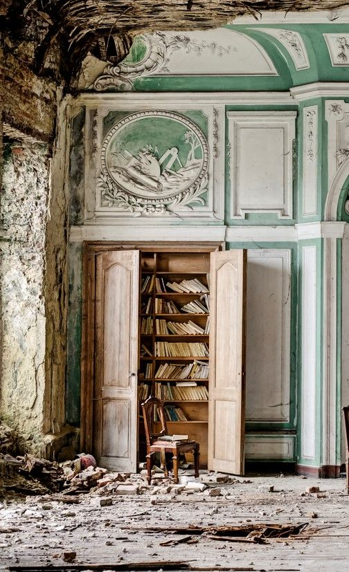 Book case inside Manor G, UK HOW can someone abandon such a beautiful room and books?:
