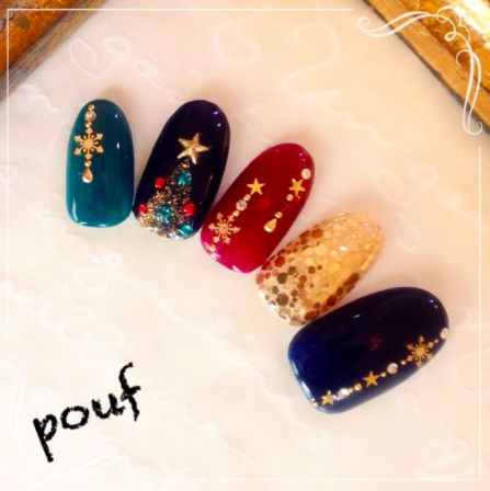 Christmas nail art from https://magazine.nailbook.jp/p/4913