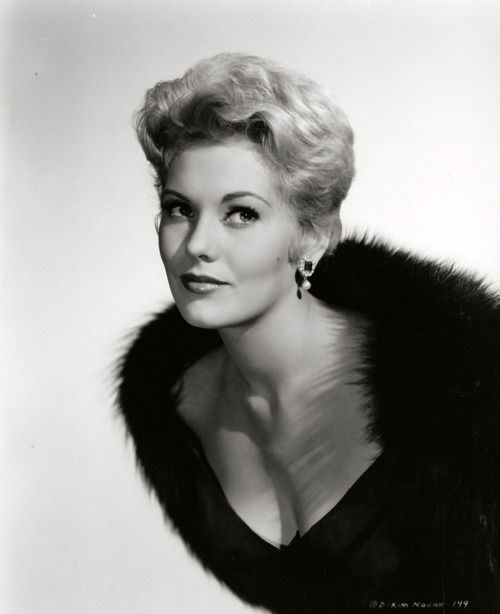Kim Novak ne Marilyn Pauline Novak, Chicago IL, (1933-       ), Czech heritage.  Actress.  Married 1976 to present (2015) Veterniarian Richard Johnson and moved out of Hollywood.