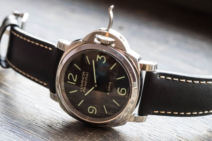 This is the most stripped-down watch in Panerai's current collection and it also represents the entry level price into the world of Panerai in-house movements, in this case the P.5000.