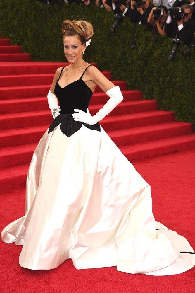 2014 MET Gala Sarah Jessica Parker in Oscar de la Renta