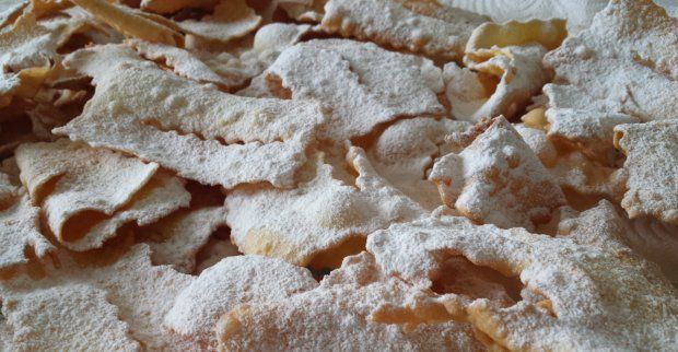 """Frappe (or """"chiacchiere"""") are a typical Italian sweet baked or fried during carnival. Our recipe is as traditional as it gets, and guarantees a real treat."""