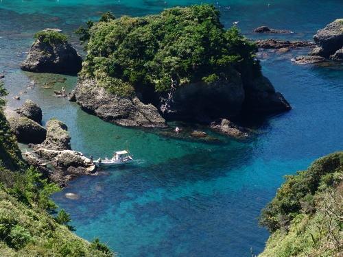 南伊豆町中木にあるヒリゾ浜。  沖縄かと思わせる程綺麗な海で、シュノーケリングスポット。また来年も行きたい。