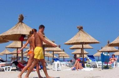 Pentru a atrage un numar mai mare de turisti Federatia Patronatelor din Turism si Servicii (FPTS) cu Asociatia Investitorilor in Statiunea Turistica Venus au anuntat ca in sezonul viitor turistii sa beneficieze de preturi mai mici in sudul litoralului, in special in apartamente regim hotelier Mamaia.    S-a facut urmatoarea calculatie: inceputul si finalul de sezon pretul platit de turisti pe 6 nopti sa ajunga in jur de 47 de euro, iar pentru full sezon sa ajunga la 81 de euro pentru 6…