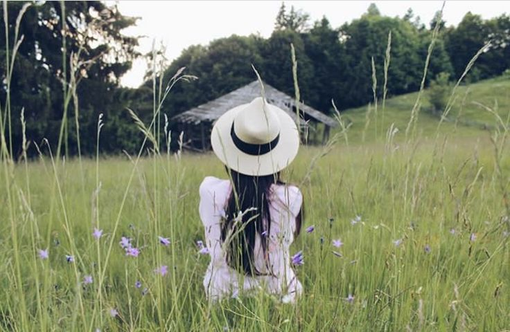#nature #mountain #travel #holiday #free #hat #babypink #girl #back #photos #inspiration