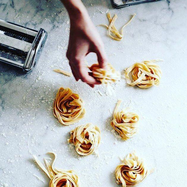 Da ieri sono tornata al lavoro. Ho lasciato la paella di Ibiza per mettere nuovamente le mani nella mia pasta!  . . . . #food #foodie#foodblogger #foodblog #foodstagram #food #foodporn #foodlover #foodlovers #foodnetwork #foodstyling #foodography #pasta #pastafresca #pastafattaincasa #homemade #homemadefood #pin #pinterest #cucinando #cibo #ciboitaliano #foodtruck #fooddiary #foodography #foodaddict #foods #tagliatelle #tagliatelles #backtowork