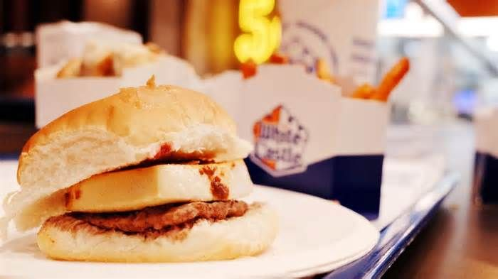 White Castle's Sichuan Tofu Slider Might Be the Best Fast Food Burger Ever It's not exactly a thing of beauty. The ruthlessly efficient square meat patty is lost under the tile of tofu, and there's no lettuce or tomato to add color