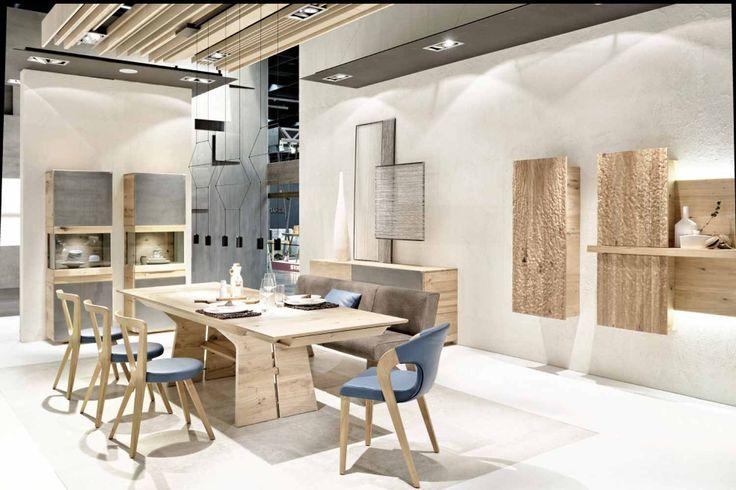 Le designer allemand Martin Ballendat a créé la table de salle à manger design en bois Tema pour la marque Voglauer. Cette table de cuisine ou de salle à manger en bois est disponible dans différentes dimensions grâce à l'ajout de rallonges, et dans différents matériaux tels que le chêne ou le noyer, cela en fonction de vos goûts et de votre intérieur.