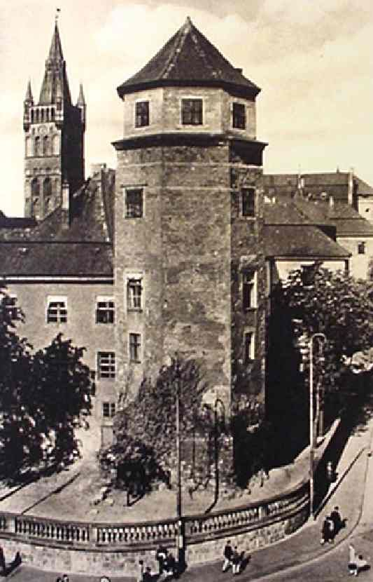 Königsberg Pr.   Nord-Ost Ecke des  Königsberger Schlosses mit Haberturm am Münzplatz  CB